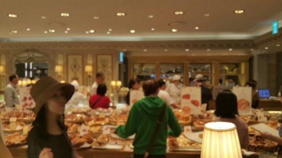 Food Court at Lotte Department Store Main: 롯데 백화점 본점 푸드 코트