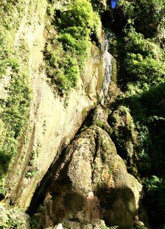 Mele Cascades: Mele waterfall not quite cascading