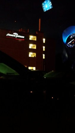 Howard Johnson Hotel - Milford/New Haven: Staying in my car for the peace and quite I came for and can't get in the room that I paid for s
