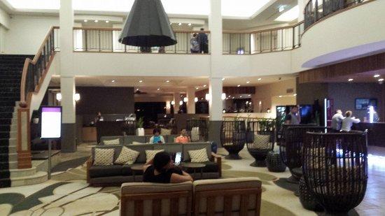 Carrara, Austrália: Lobby & Bar