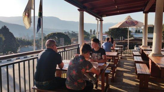 Sabie, Sydafrika: Het mooie terras met uitzicht en zonsondergang