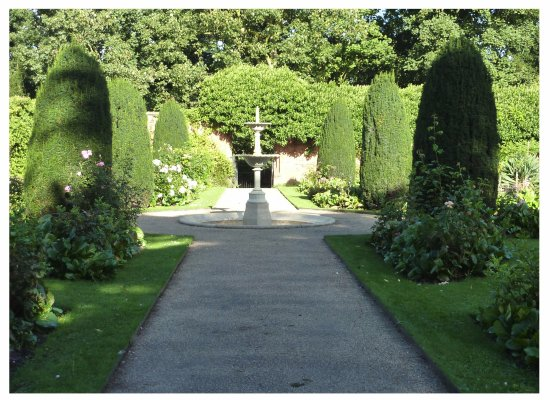 Frodsham, UK: gardens