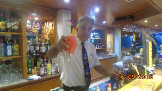Avanti Hotel: Bar /lounge with fantastic person who makes your stay even better