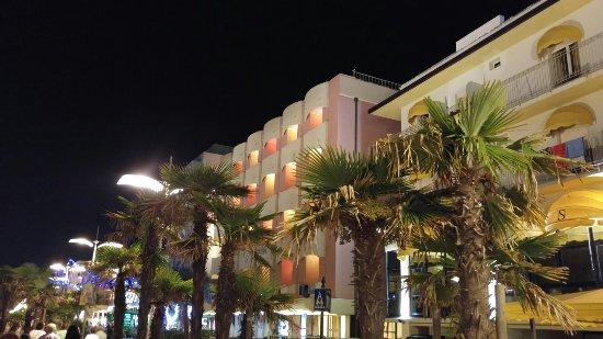 Hotel Villa Rosa: 20160829_215332_large.jpg
