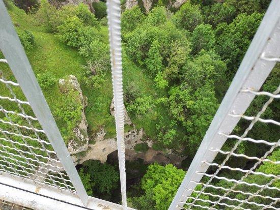 Syunik Province, Armenië: Подвесной мост в Хндзореске