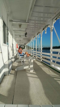Brownville, NE: river room/outdoor deck