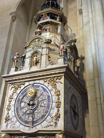 Kathedrale des hlg. Johannes: שעון אסטרולוגי יפה