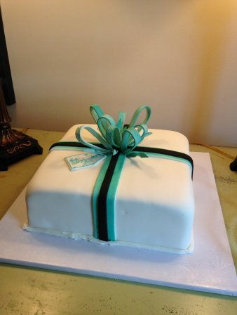 Slinger, WI: Beautiful Wedding Shower Cake, Breakfast at Tiffany's Theme