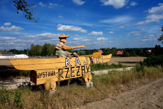 Mazovia Province, Polonya: Drogowskaz do wypożyczalni przy głównej drodze