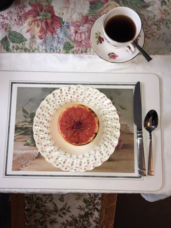 Holmesdale House Bed & Breakfast: Grilled Grapefruit fruit to begin with as part of the Mexican Breakfast