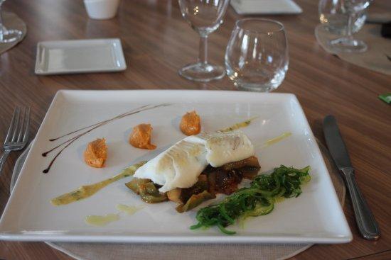 Belleme, Prancis: Filet d'églefin sur son lit de ratatouille - Algues marines à l'huile de noisette