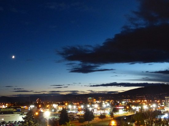 Best Western Plus Kelowna Hotel & Suites: View from balcony on 5th floor