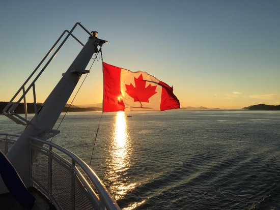 Sidney, Kanada: Beautiful sunset from the ferry