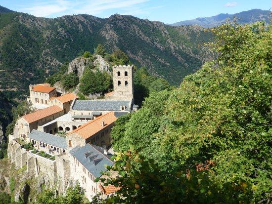 Casteil, Francja: L'abbaye vue du belvédère