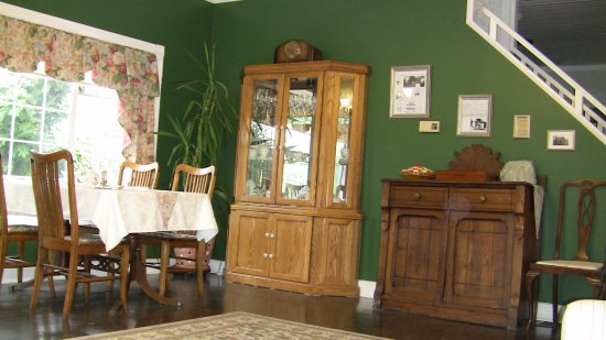 Holmesdale House Bed & Breakfast : Dining area