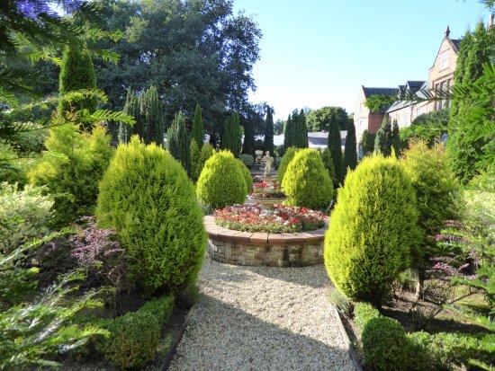 Oakmere, UK: Lovely Gardens