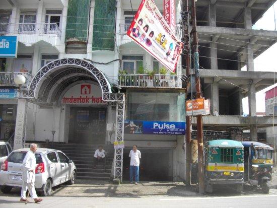 Inderlok Hotel: Nice place .