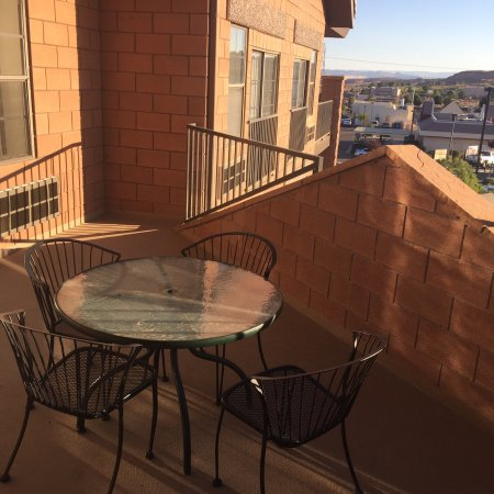 Days Inn & Suites Page Lake Powell: Shared patio