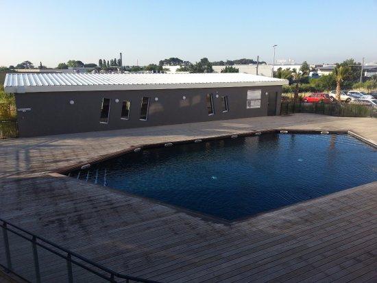 Résidence & Hôtel Le Terral : Piscine et espace détente/musculation