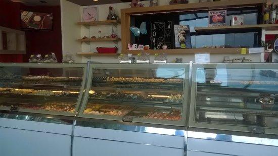 Brembate, Italie : banco dolci/pasticceria