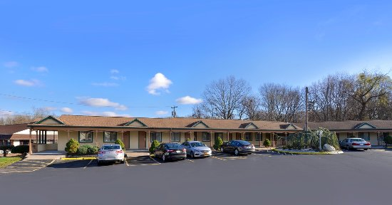 Americas Best Value Inn - Cheshire: Exterior