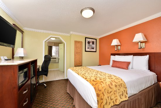 Cheshire, CT: One King Bed