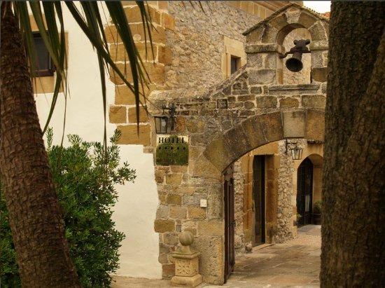 Hotel Palacio de la Pena : Espadaña de piedra antigua.