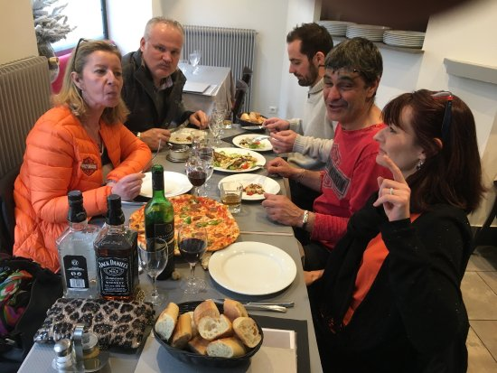 Verrieres-le-Buisson, France: Chez Tonio c'est la fête