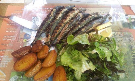 Saint-Cyprien, Prancis: Sardines grillées