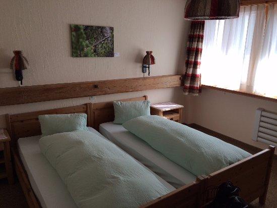 Hotel Parc Naziunal: Einfaches Doppelzimmer mit Dusche und WC im Zimmer