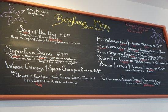 Roundstone, Ierland: Le menu du jour est affiché en grand