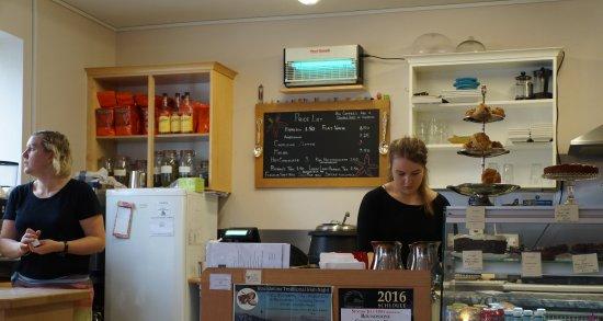 Roundstone, Ierland: Le service est souriant (si ! si !)