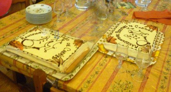 Chateauneuf-de-Gadagne, Франция: Les gateaux des 20 ans d'anniversaire de l'association