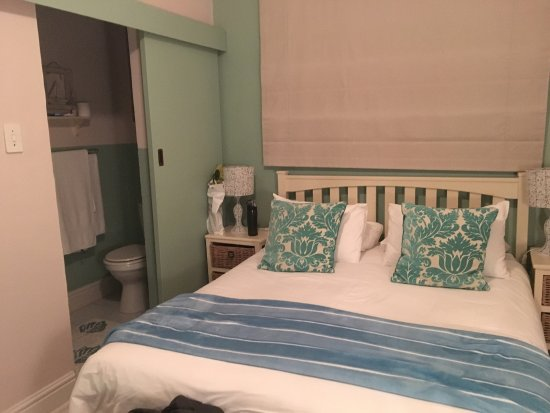Dolphin Inn Guesthouse, Mouille Point 사진