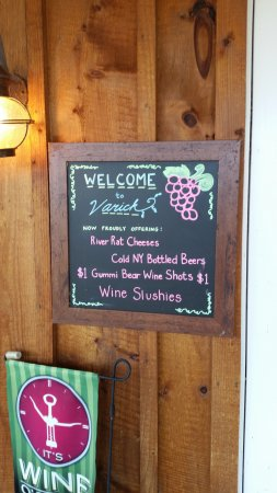 Varick Winery & Vineyard: Signage