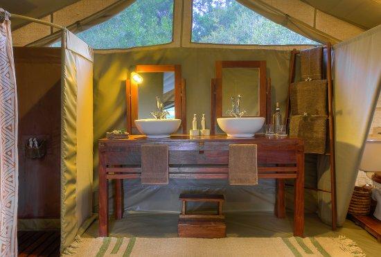 Kicheche Mara camp ensuite bathroom