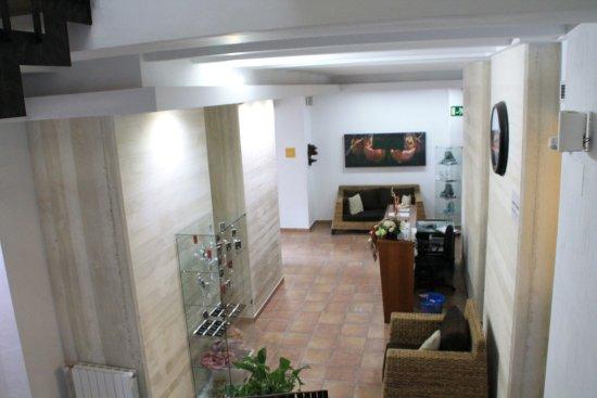Benissoda, España: Hall visto desde la escalera de acceso a las habitaciones