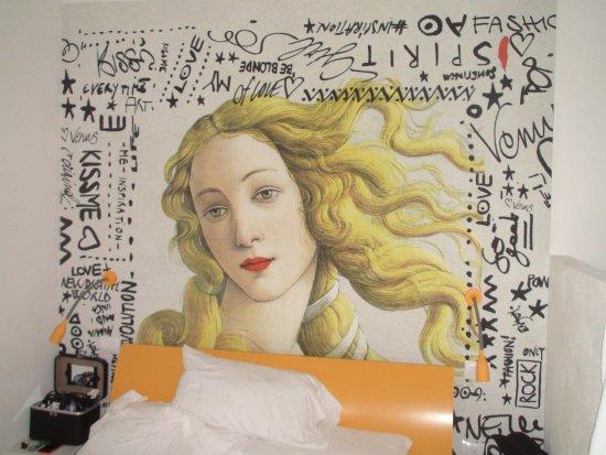 Iride: Magnifica parete sulla testa del letto