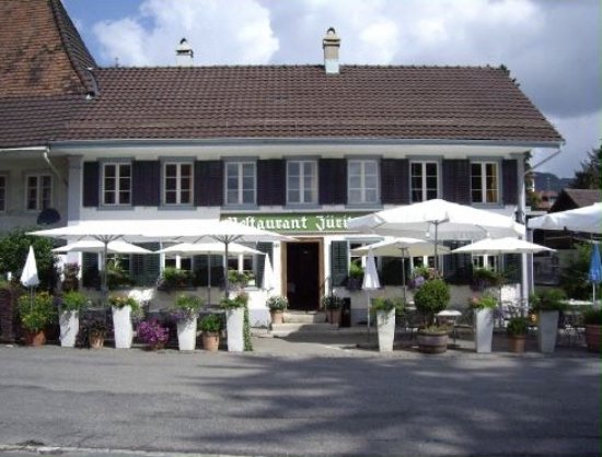 Reinach, Suisse : Quaint typical Swiss restaurant