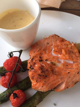 Roeselare, Bélgica: Dinner - grilled salmon