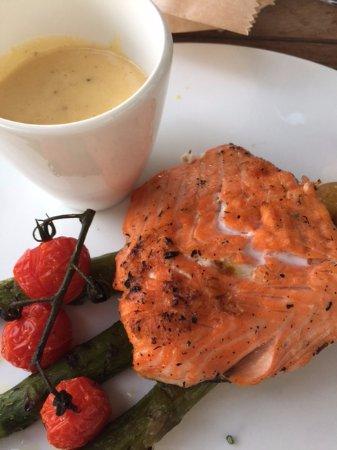 Roeselare, Belçika: Dinner - grilled salmon