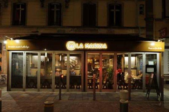 Exterieur nuit bild von la marina restaurant pizzeria for Exterieur nuit