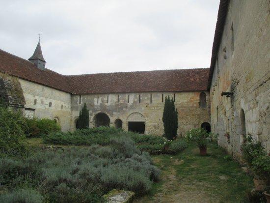 Montresor, France: vue de l'ancien cloître