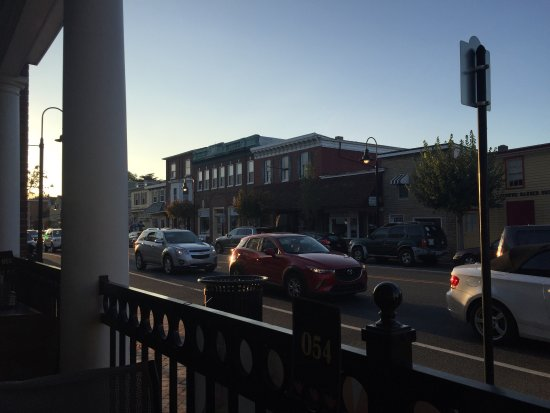 Middletown, DE: Street View from Outdoor Table