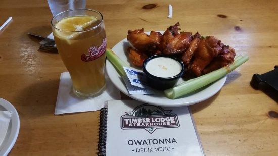 Owatonna, MN: Harvest craft tap beer and hot wings... looks can deceive!