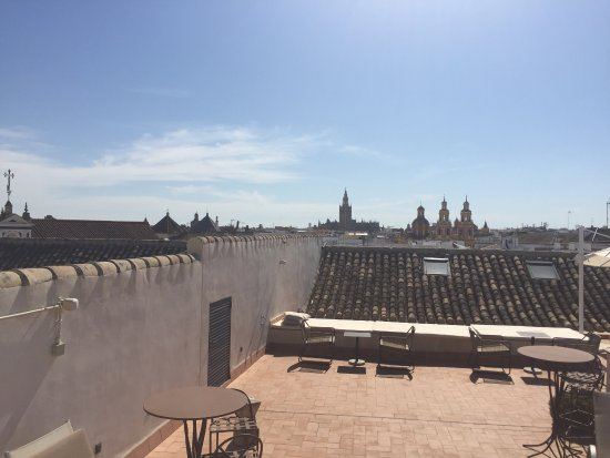 Hotel Palacio de Villapanes: Additional seating area on roof