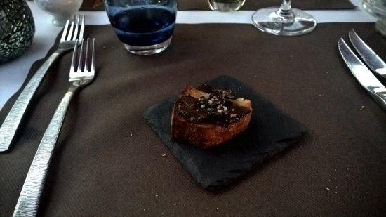 Cavaliere, Francia: tartufo su crostino di pane