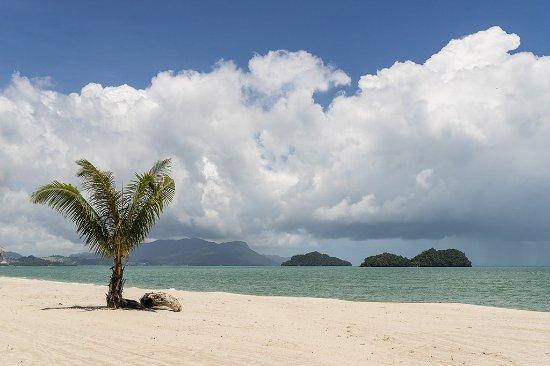 Four Seasons Resort Langkawi, Malaysia: Beach