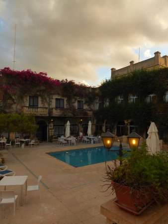 Cornucopia Hotel: Hotel Pool around which the BBQ is held