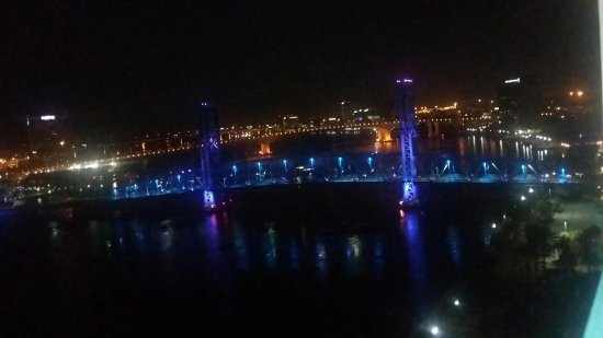 Hyatt Regency Jacksonville Riverfront: Beautiful view from the room at night
